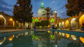 Odzwierciedlający wnętrze Ali Ibn hamzy świątynia w Shiraz Obrazy Royalty Free