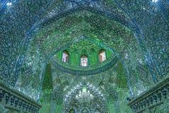 Odzwierciedlający wnętrze Ali Ibn hamzy świątynia w Shiraz, Iran obrazy stock