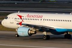 Oe-LBQ Austrian Airlines-Luchtbus A320-214 Wienerwald Stock Fotografie