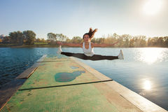 Oefening door het meer Stock Foto's