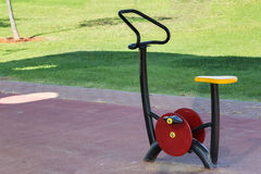oefenings apparatuur in openbaar park royalty-vrije stock foto's