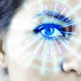 Oeil augmenté HUD Graphic du ` s de femme de cyborg de robot Photos libres de droits
