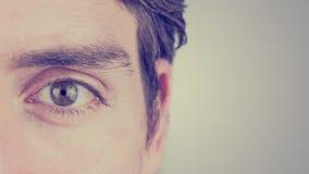 Oeil d'un homme photo libre de droits