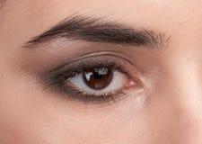 Oeil de femelle de beauté Image stock
