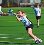 Oeil de filles de Lacrosse sur la bille images stock