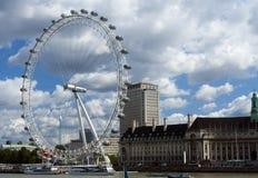 Oeil de Londres à la rivière Photographie stock libre de droits