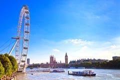 Oeil de Londres, Chambres du Parlement et fleuve la Tamise Photographie stock