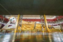 Oeil doux étendu Bouddha de Chauk Htat Gyi Bouddha à Yangon, Photos libres de droits