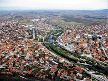 Oeil du ` s d'oiseau à la ville de Krichim et de la rivière Vacha, Bulgarie Image libre de droits