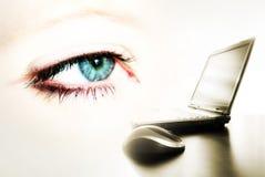 oeil et ordinateur portatif Images stock