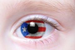 Oeil humain avec le drapeau national du Porto Rico image stock