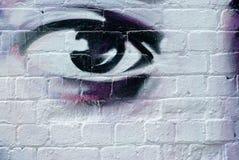 Oeil sur le mur de briques Images libres de droits