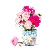 Oeillet dans le pot de fleur de mosaïque Photographie stock