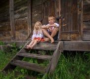 Oekraïens meisje in traditionele kleding die - glimlachen Stock Fotografie