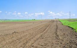 Oekraïense grond die op het planten wordt voorbereid Stock Foto's