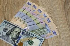 Oekraïense hryvnia in de verhouding van de Amerikaanse dollar stock afbeeldingen