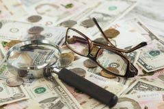 Oekraïense hryvnia en de Amerikaanse dollars van ` s Royalty-vrije Stock Afbeeldingen