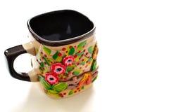 Oekraïense met de hand gemaakte aardewerkmok of kop Stock Fotografie