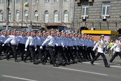 Oekraïense zeelieden die bij de militaire parade marcheren stock afbeeldingen