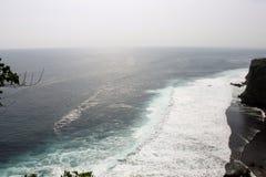 Oerhörd färg på havet Arkivbilder