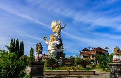 Oerhörd hinduisk staty i Ubud, Bali ö royaltyfri fotografi