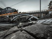 Oerhörd sikt på bron i Norge royaltyfria bilder