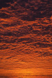 Oerhörd soluppgång- eller solnedgånghimmel arkivfoto