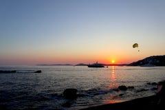 Oerhörd sommarsolnedgång i Grekland royaltyfria foton