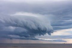 Oerhörda avskyvärda moln Arkivfoton