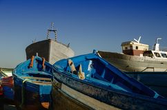 Oerhörda Marocko som förbluffar Essaouira, port, den berömda blåa boaen royaltyfri fotografi