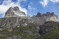 Oerhört vagga bildande av Los Cuernos i Chile. Arkivbild
