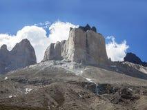 Oerhört vagga bildande av Los Cuernos i Chile. Royaltyfri Fotografi