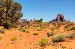 Oeste del valle del monumento y parque nacional de Utah de la mota del este de las manoplas Imagen de archivo