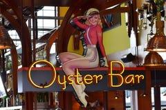 Oesterbar, heerlijke zeevruchten en amfibische autoreizen, in het Uitzicht van Meerbuena royalty-vrije stock foto