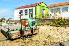 Oesterhut en boatd op Oleron-eiland, Frankrijk stock afbeeldingen