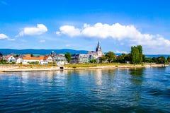 Oestrich-Winkel, poca ciudad en el río Rhine, Alemania imagenes de archivo
