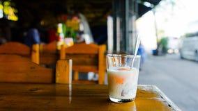 Oeuf à la coque mol en verre photos libres de droits
