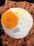 Oeuf au plat sur le riz Image libre de droits