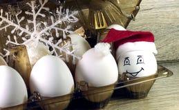 Oeuf dans le chapeau de Noël Photos libres de droits