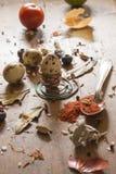 Oeuf de caille disposé sur la table en bois Images libres de droits