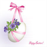 Oeuf de pâques avec des fleurs et ribbons4 Image libre de droits