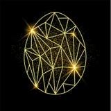 Oeuf de pâques, carte de voeux Egg la forme dans le bas poly style avec le sable d'or derrière Image libre de droits