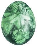 Oeuf de pâques décoré des empreintes d'Emerald Green Dye And Leaf d'isolement sur le fond blanc Images stock
