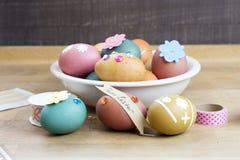 Oeuf de pâques décorant des outils Photo libre de droits