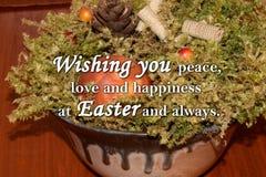 Oeuf de pâques et un ` des textes te souhaitant la paix, l'amour et le bonheur chez Pâques et toujours ` Image libre de droits