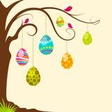 Oeuf de pâques pendant de l'arbre Photographie stock libre de droits