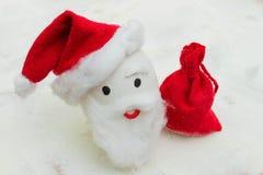 Oeuf heureux avec les visages peints dans le nid pour Noël Images libres de droits