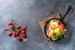Oeuf sur le plat avec des légumes Photos libres de droits