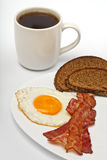 Oeuf sur le plat avec du café Photographie stock libre de droits