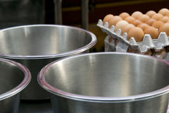 Oeufs attendant pour être employé pour la cuisson Photographie stock